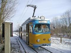 Triebwagen 401 an der Hst Schnepfenthal. (28. Dezember 2004)