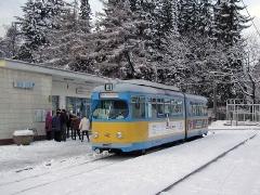 Triebwagen 442 an der Endhaltestelle Tabarz. (28. Dezember 2004)