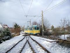 Triebwagen 528 bei der Einfahrt zum Gleisdreieck Waltershausen. (28. Dezember 2004)