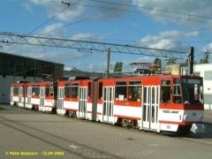 Triebwagen 310 und 312 als Traktion vor der Wagenhalle. (12.9.2004)
