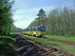 Kreuzung in der Haltestelle Boxberg, KT4D 303 nimmt Fahrt auf Richtung Gotha