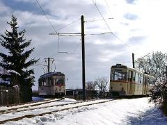 TW 215 mit TW 47 im Gleisdreieck am Kreiskrankenhaus. (29. Januar 2005)