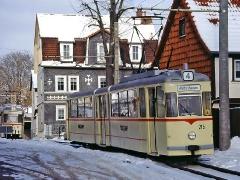 TW 215 in der Ortsdurchfahrt Waltershausen. (29. Januar 2005)