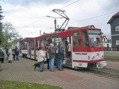 Triebwagen 308 an der Endhaltestelle Tabarz. (16. Oktober 2004)