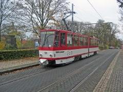 Triebwagen 309 in der Bahnhofstraße. (5. November 2005)
