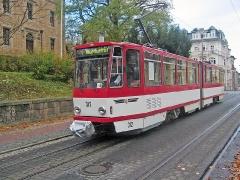 Triebwagen 312 in der Bahnhofstraße. (5. November 2005)