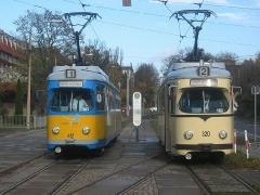 Triebwagen 320 und 412 am Hauptbahnhof. (5. November 2005)