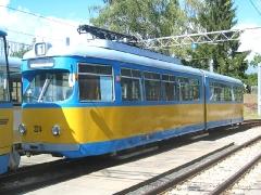 Triebwagen 324 auf einem Abstellgleis neben der Wagenhalle. (12. September 2004)