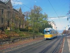 Triebwagen 412 in der Bahnhofstraße. (5. Dezember 2005)