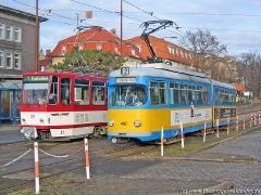 Triebwagen 442 und Triebwagen 311 ebenfalls am Hauptbahnhof. (15. Januar 2005)