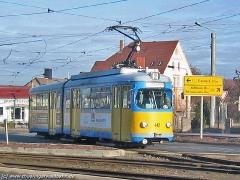Triebwagen 442 kommt aus der Hersdorfstraße. (15. Januar 2005)