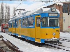 Triebwagen 592 neben der Wagenhalle. (29. Januar 2005)