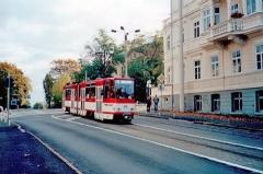 Triebwagen 308 in der Friedrichstraße. (14.10.2002)