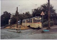 Triebwagen 37 verlässt die Wendeschleife. (Sommer 1990)