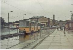 Triebwagen 306 vor dem Hauptbahnhof. (Sommer 1990)