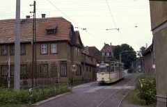 Sundhausen Verstärker nach Boxberg in Sundhausen am 12.07.1987 . Das gelbe Schild mit dem grünen Dreieck zeigt dem Fahrer einer entgegen