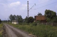 Die Strecke verläuft nun am Ortsrand von Sundhausen. Der Verstärker kommt vom Boxberg zurück. (12.07.1987)