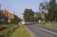 Ein Gotha-Zug mit Tw 212 verlässt die Haltestelle Wahlwinkel Richtung Tabarz. Heute ist der Bahnübergang mit einer Signalanlage gesichert. (14.07.1987)