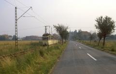 Hinter Wahlwinkel verläuft die Waldbahnstrecke zunächst neben der Landstraße nach Friedrichroda (Tw 213/15.07.1987)