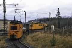 Am 04.01.1988 trafen wir am Boxberg auf diese illustre Arbeitswagen-Ansammlung. Sie warteten auf den nächsten Planzug, um danach in den