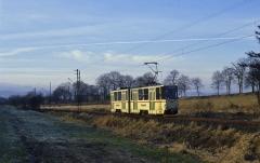 Zwischen Leina und Boxberg erreichte die Wintersonne so geradehin den Bahndamm.
