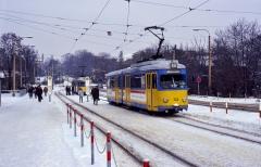 Auf dem Bahnhofsvorplatz in Gotha wartete der ex-Mannheimer 324 auf der Linie 2 auf seine nächste Abfahrt zum Ostbahnhof. (30.12.1996)