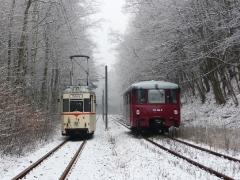 Tw 47 und EBS 772 345, zwischen Reinhardsbrunn und Schnepfenthal, 25.01.2014 (1), (C) Quaß