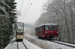 Tw 47 und EBS 772 345, zwischen Reinhardsbrunn und Schnepfenthal, 25.01.2014 (2), (C) Quaß