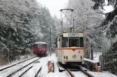 Tw 47 und EBS 772 345, zwischen Reinhardsbrunn und Schnepfenthal, 25.01.2014 (3), (C) Quaß